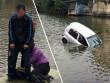 Xế hộp lao xuống hồ, 3 người ướt sũng trong cái rét 7 độ C