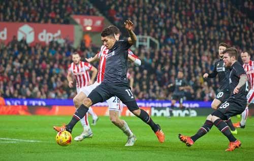 Liverpool – Stoke: Chiếc phao cứu sinh - 1