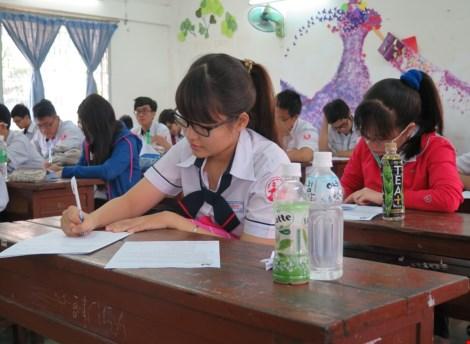 Hơn 1.000 học sinh lớp 12 thi thử đại học - 1