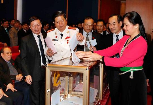 Tổng Bí thư bỏ lá phiếu đầu tiên bầu Trung ương khóa XII - 5