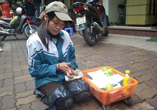 Một ngày của cô gái bại liệt bị lợi dụng đi xin tiền - 7