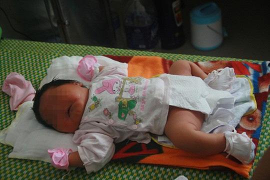 Quảng Nam: Thêm một bé sơ sinh nặng hơn 5 kg chào đời - 3