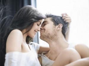 Bạn trẻ - Cuộc sống - Sợi tóc vương trên cổ áo hé lộ bí mật của chồng