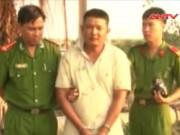 Video An ninh - Tài xế taxi khống chế kẻ giết người đến đồn công an