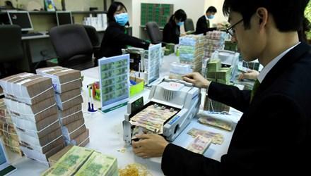 Việt Nam khó giảm lãi suất bằng thế giới - 1