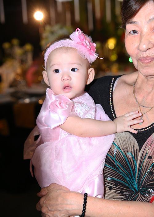 'Mốt' cho con xuất hiện trong đám cưới của sao Việt - 12