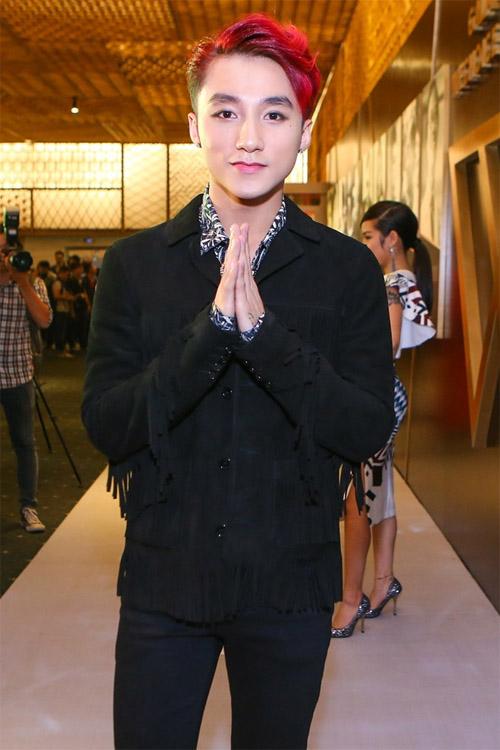 Sơn Tùng 'né' chạm mặt Thiều Bảo Trâm dù mặc đồ đôi - 2