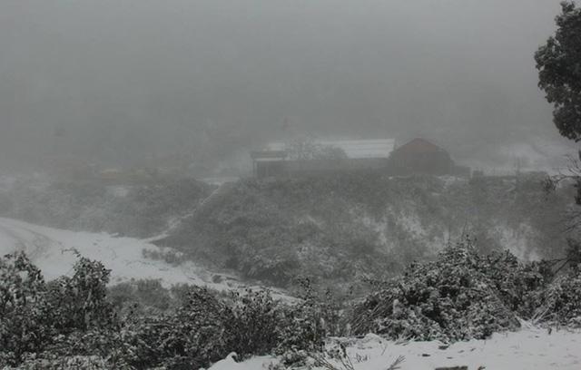 Lạ kỳ băng tuyết ở nơi nóng nhất Việt Nam - 2