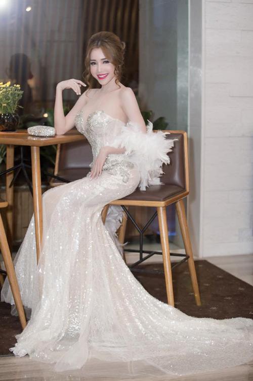 Elly Trần đẹp quyến rũ trên thảm đỏ - 11