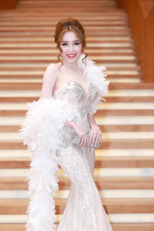 Elly Trần đẹp quyến rũ trên thảm đỏ - 2