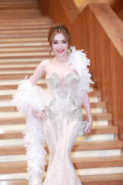 Elly Trần đẹp quyến rũ trên thảm đỏ - 4