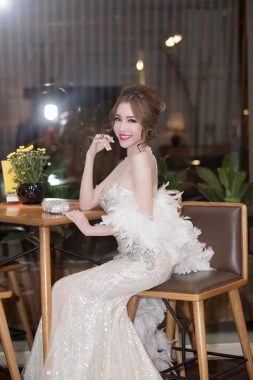 Elly Trần đẹp quyến rũ trên thảm đỏ - 9