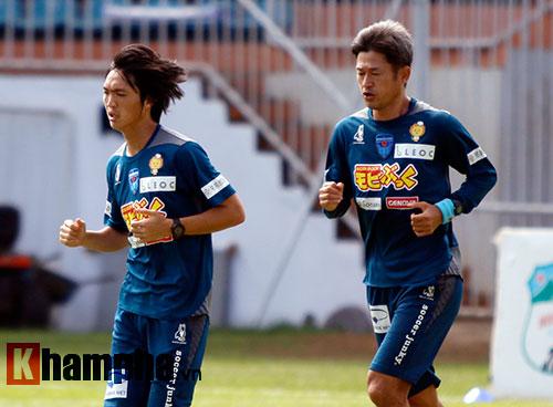 Huyền thoại bóng đá Nhật truyền chiêu cho Tuấn Anh - 1
