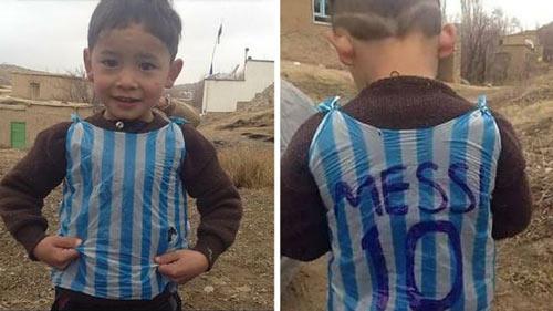 Loạn danh tính cậu bé mặc áo Messi bằng nilon gây sốt - 2