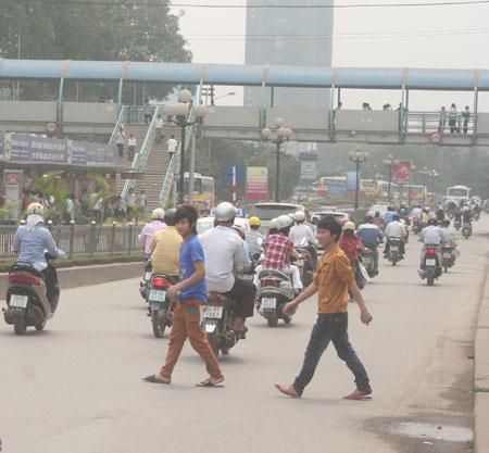 CSGT Hà Nội sẽ xử lý người đi bộ vi phạm giao thông - 1