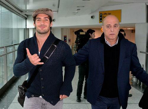 Chờ kí hợp đồng, Pato nghẹn ngào coi Chelsea là nhà - 1