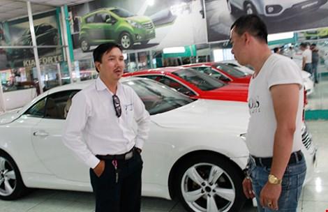 Giá thuê ô tô chơi tết tăng chóng mặt - 1