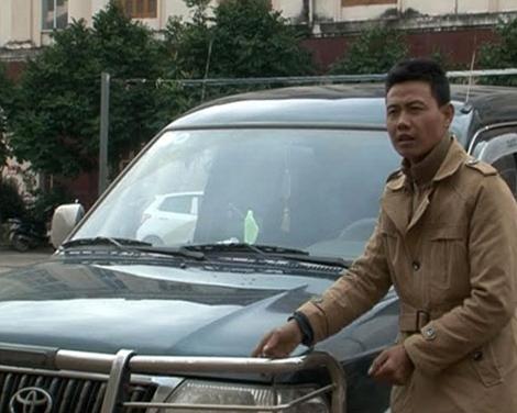 Khởi tố lái xe hất cảnh sát lên nắp capo, chạy 30km - 1