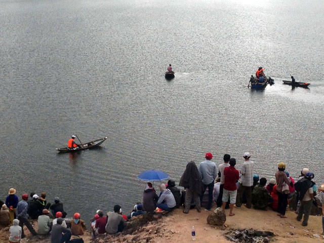 Chìm ghe trên hồ thủy điện, 2 vợ chồng mất tích - 1