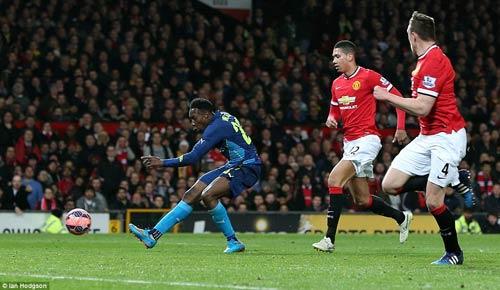 10 khoảnh khắc 2015: Boateng ngã nhoài vì Messi - 2
