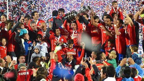 10 khoảnh khắc 2015: Boateng ngã nhoài vì Messi - 5