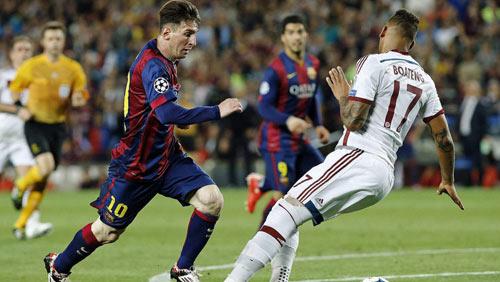 10 khoảnh khắc 2015: Boateng ngã nhoài vì Messi - 1