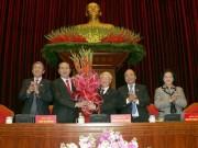 Tin tức trong ngày - Công bố danh sách 22 ủy viên Bộ Chính trị, Ban Bí thư