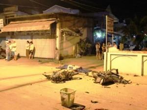 Xe máy đấu đầu trong đêm, 2 người chết