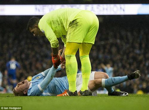 Man City mất De Bruyne: Cờ đến tay Silva - 1