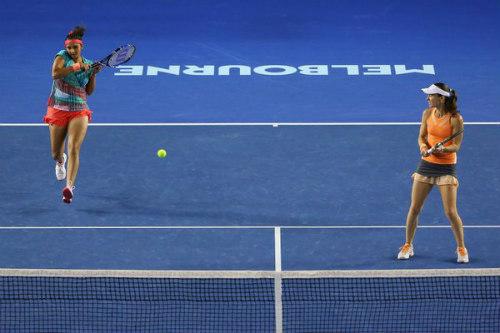 Australian Open ngày 12: Huyền thoại Hingis vô địch đôi nữ - 1