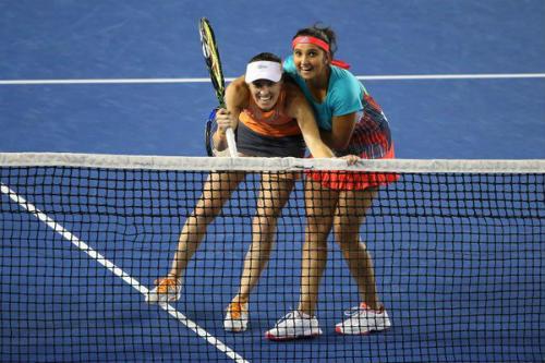 Australian Open ngày 12: Huyền thoại Hingis vô địch đôi nữ - 2