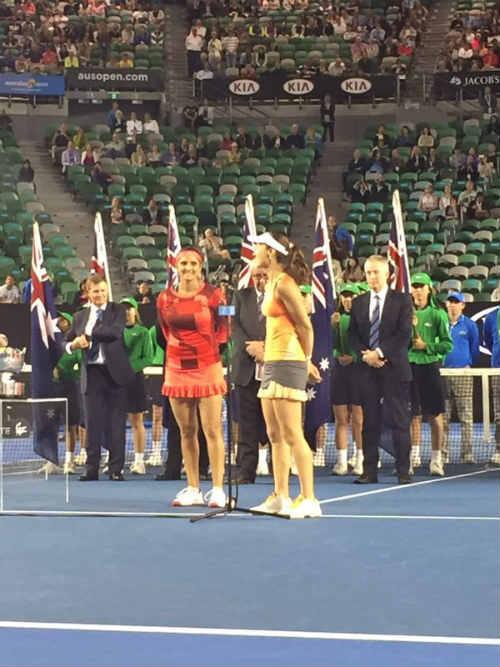 Australian Open ngày 12: Huyền thoại Hingis vô địch đôi nữ - 4