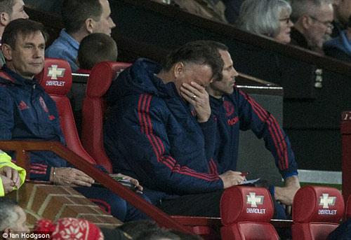 Nhìn Van Gaal nhớ Sir Alex: Những ngày xưa còn đâu - 2