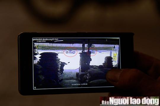 Camera ghi lại cảnh 2 tên cướp đập tủ kính hốt vàng - 1
