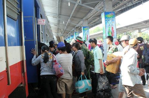 Coi chừng lỡ chuyến tàu Tết vì... vé không hợp lệ! - 2