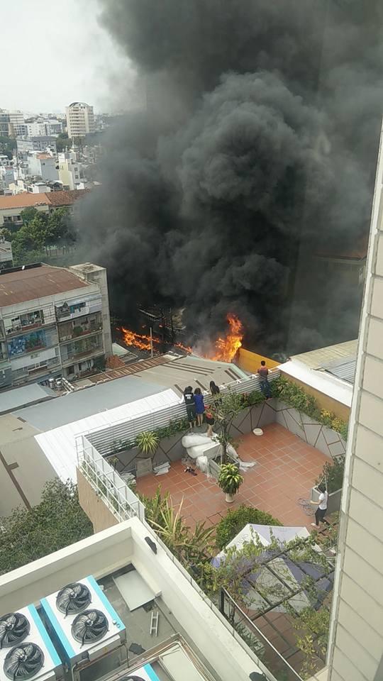 Cháy lớn ở trung tâm TPHCM - 2