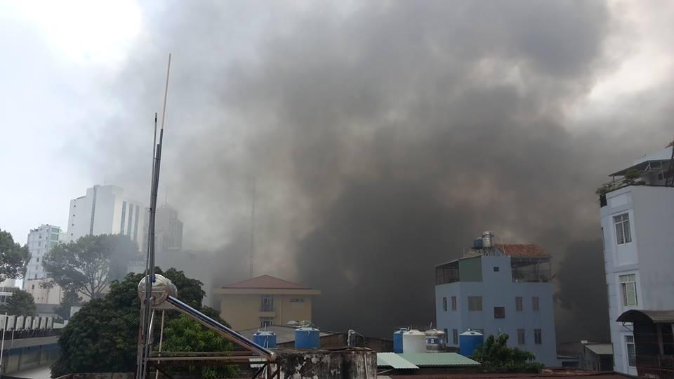 Cháy lớn ở trung tâm TPHCM - 3