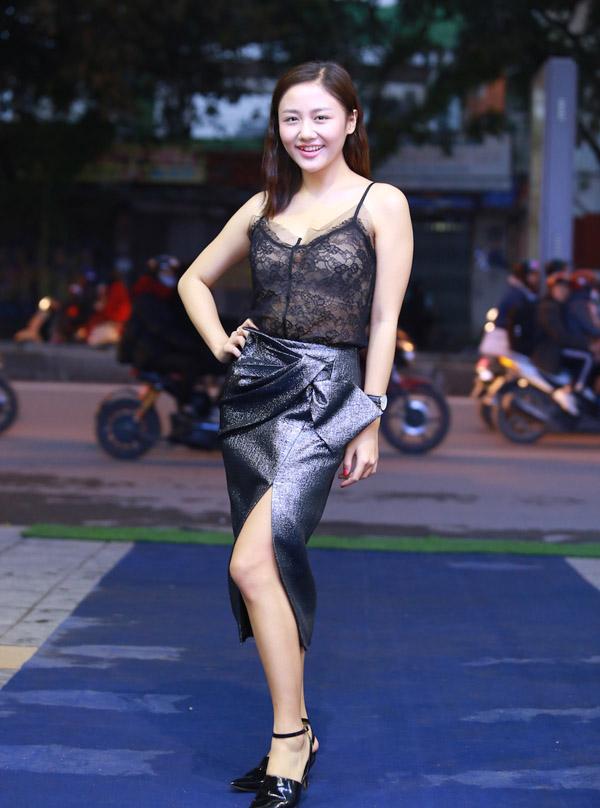 Văn Mai Hương diện áo ren hai dây ngày rét mướt - 4