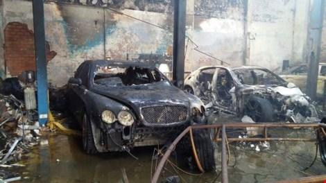 Ảnh: 5 siêu xe cháy trơ khung trong vụ cháy ở Sài Gòn - 1