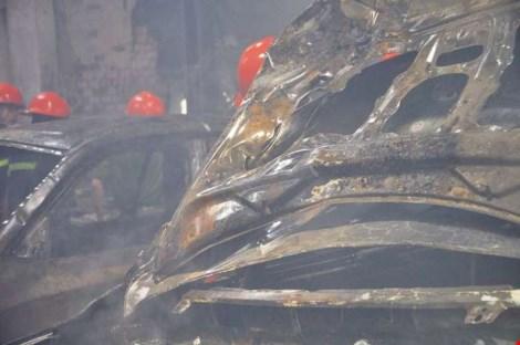 Ảnh: 5 siêu xe cháy trơ khung trong vụ cháy ở Sài Gòn - 4