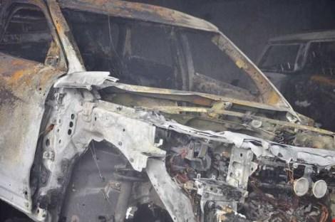 Ảnh: 5 siêu xe cháy trơ khung trong vụ cháy ở Sài Gòn - 5