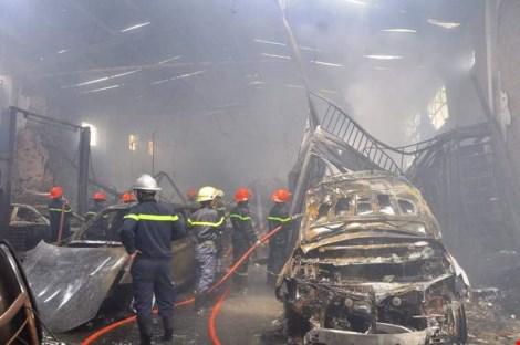 Ảnh: 5 siêu xe cháy trơ khung trong vụ cháy ở Sài Gòn - 6
