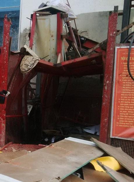 Vụ rơi thang máy: Chủ tịch UBND TP Đà Nẵng trực tiếp đến hiện trường - 1