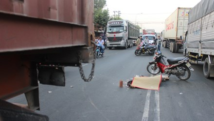 Người đàn ông bị container chèn qua người chết thảm - 1