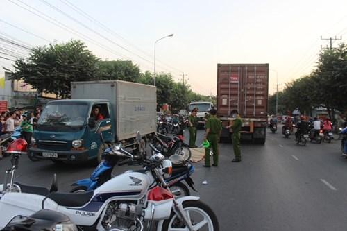 Người đàn ông bị container chèn qua người chết thảm - 2