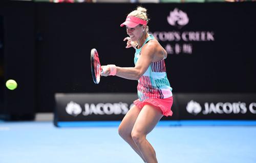 """Hot shot: """"Nadal nữ"""" thủ vững công cường hạ Serena - 1"""