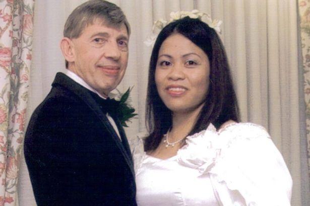Ông bố quyết kết hôn lần thứ 9 với gái trẻ kém tuổi con - 1