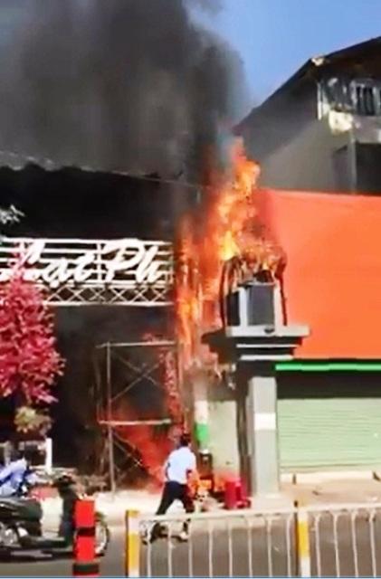 TPHCM: Cháy quán cà phê, khách nháo nhác bỏ chạy - 1