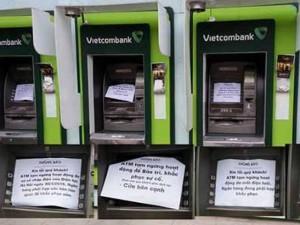 """Tin tức trong ngày - Hàng loạt máy ATM  """"lăn ra ốm"""" dịp cận Tết"""