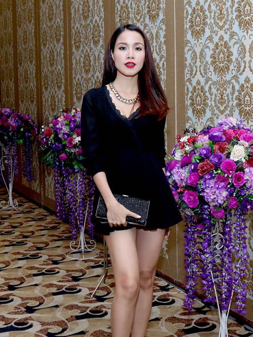 Thảo Trang khoe bồng đào sexy sau 1 tháng 'nâng cấp' - 11
